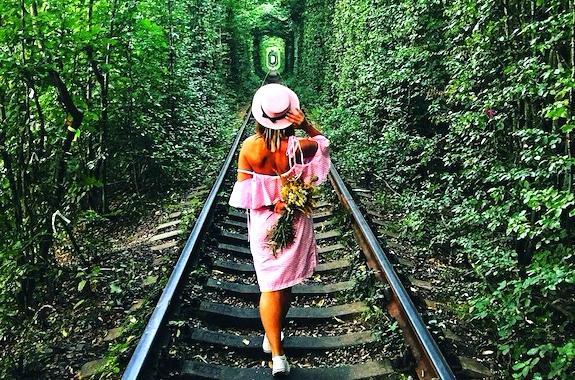 Картинка экскурсия в тоннель любви