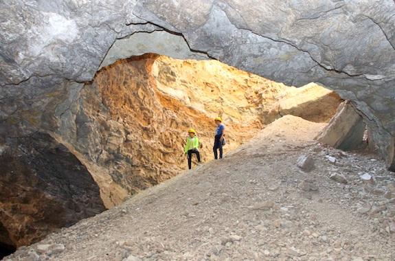 Картинка поездка в гипсовые пещеры