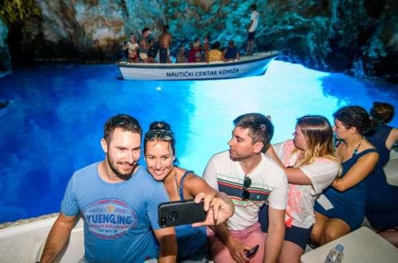 Картинка поездка в Голубую пещеру
