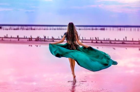 Фото розовое озеро в Геническе