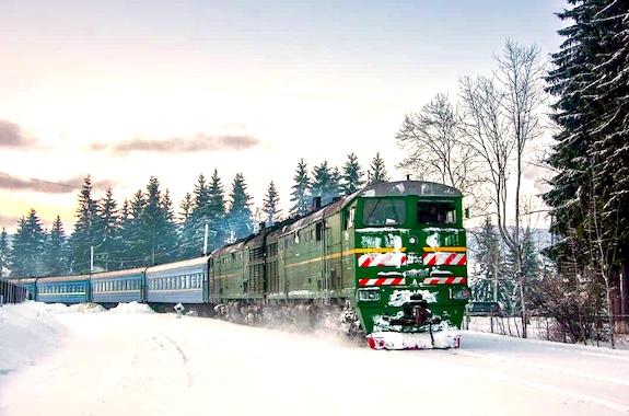 Картинка поезд в Карпаты из Харькова