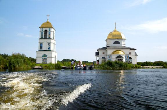 Фото затопленная церковь