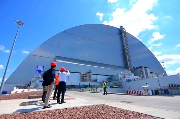 Фото разрушенный энергоблок в Чернобыле
