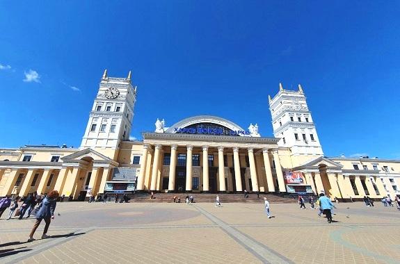 Картинка экскурсия в Харьков из Днепра осенью