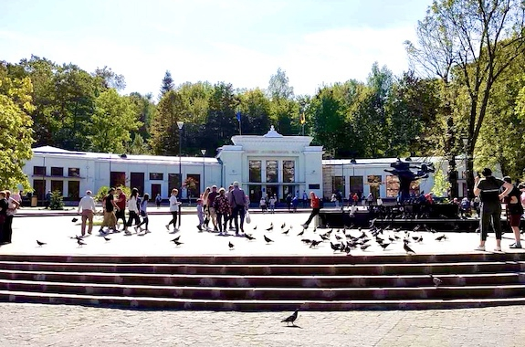Картинка поездка в бювет в Трускавце