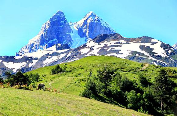 Фото вид на гору Ушба